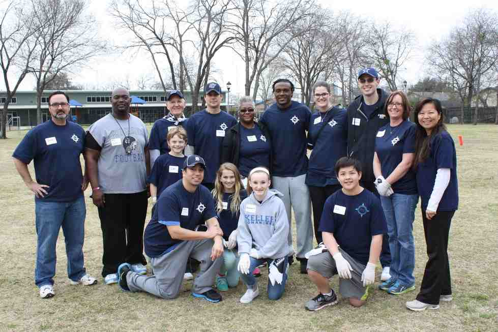 Brandon Carr and volunteers